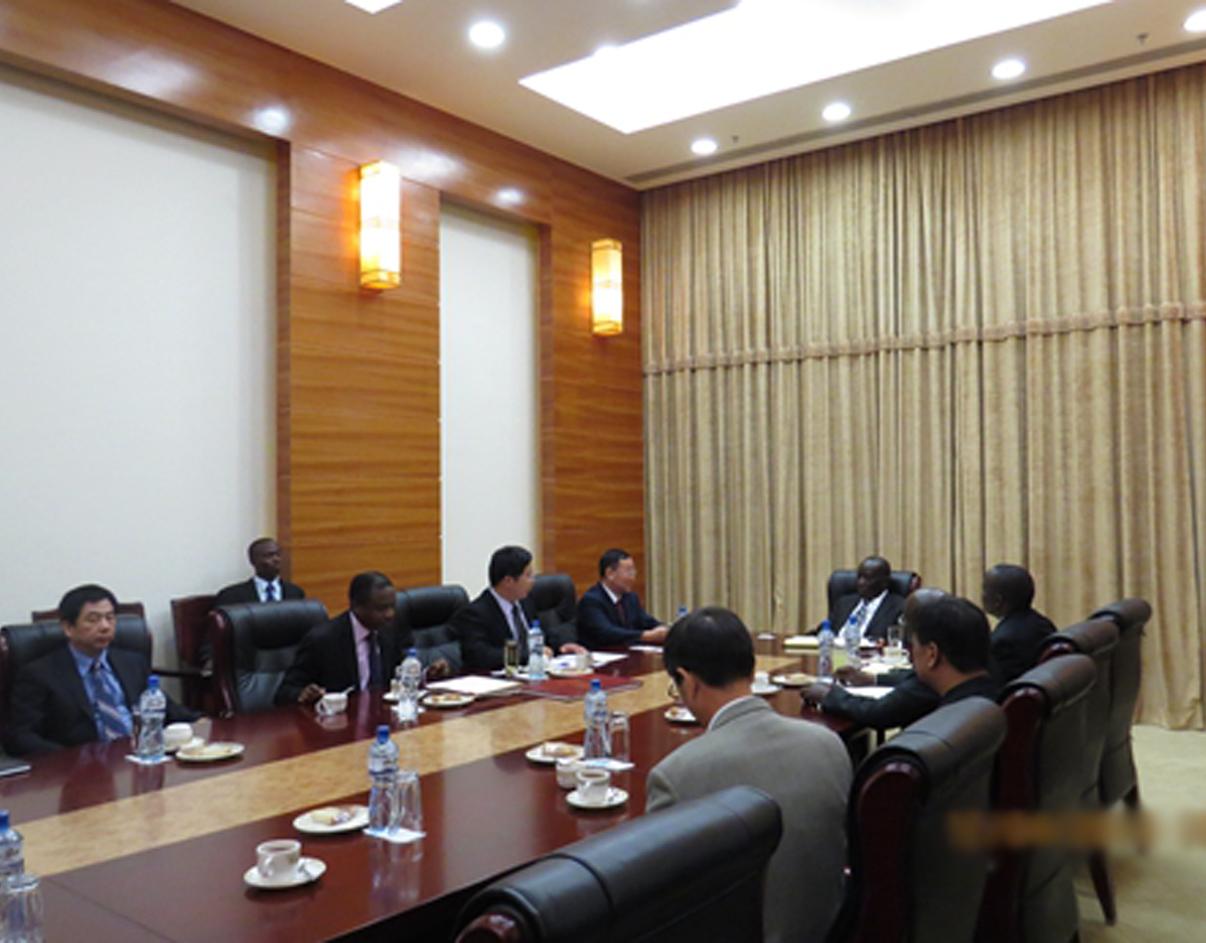 阳光APP齐发博士参与中国企业同乌 干达政府的官网项目收购谈判.jpg